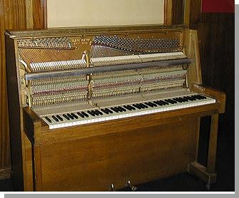 danemann-piano-4.jpg - 4343 Bytes
